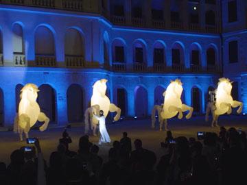 「好看」的歷史 香港「大館」上演奇幻燈光秀