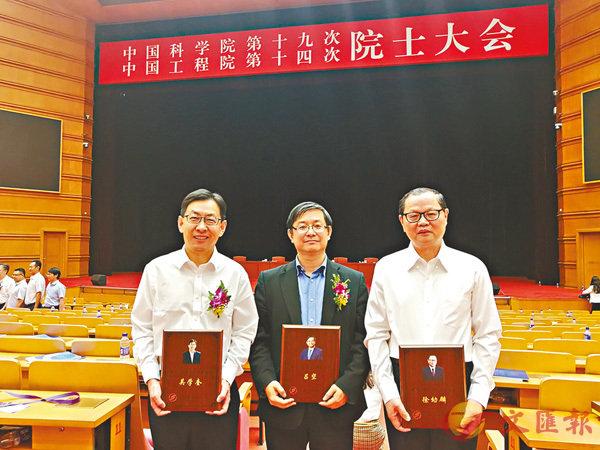 ■三名香港科學家獲得光華工程科技獎,由左至右分別是:吳學奎、呂堅、徐幼麟。香港文匯報北京傳真
