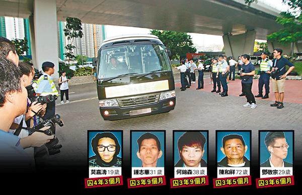 ■「旺暴」案被告昨日由囚車押解至西九龍法院接受判刑。香港文匯報記者彭子文  攝