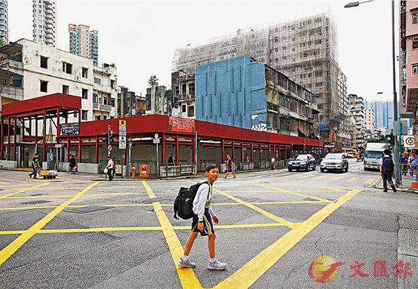 ■ 關愛基金昨日通過撥出3,570萬元,資助社聯在深水�鶣n昌街興建組合屋。香港文匯報記者曾慶威  攝