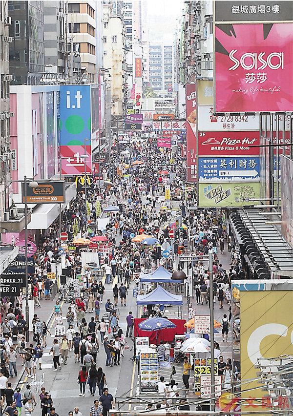 ■當區居民商戶深受噪音滋擾,直指早日「殺街」是最好解決問題方式。 香港文匯報記者劉國權  攝