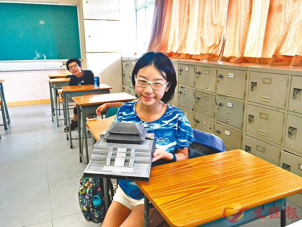 ■同學動手砌歷史建築紙模型,寓學習於娛樂。受訪者供圖