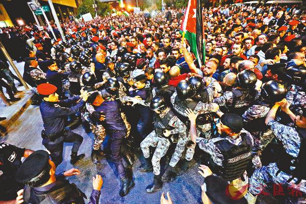 約旦示威反緊縮 首相落台