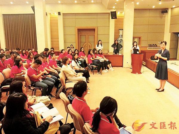 ■港生參訪國新辦。  香港文匯報記者張寶峰 攝