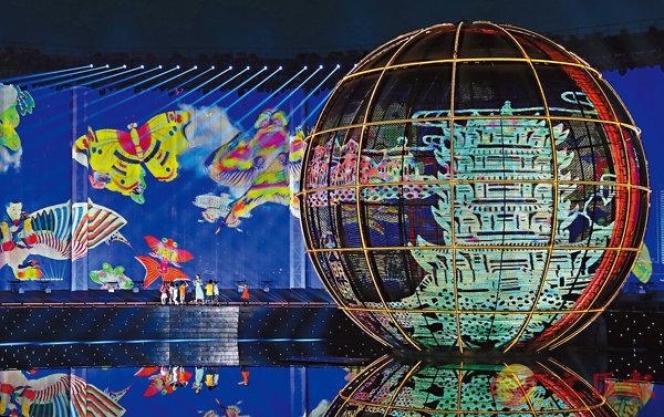 ■《有朋自遠方來》燈光焰火藝術表演。 新華社