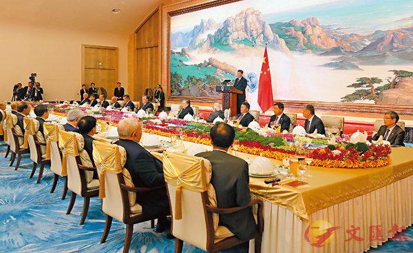 ■ 習近平在青島國際會議中心舉行宴會,歡迎出席上海合作組織青島峰會的外方領導人。 中新社