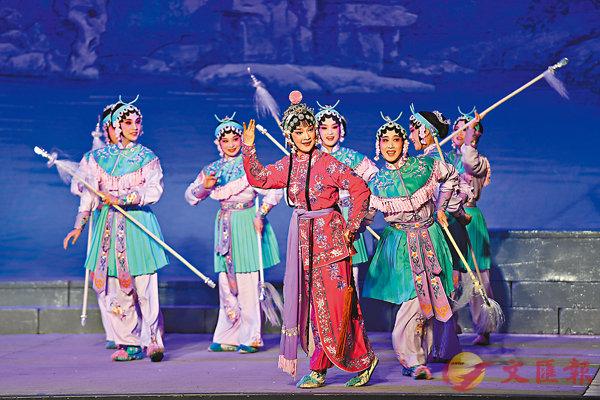 ■演員為馬祖鄉親表演閩劇《鐵槍纓》。