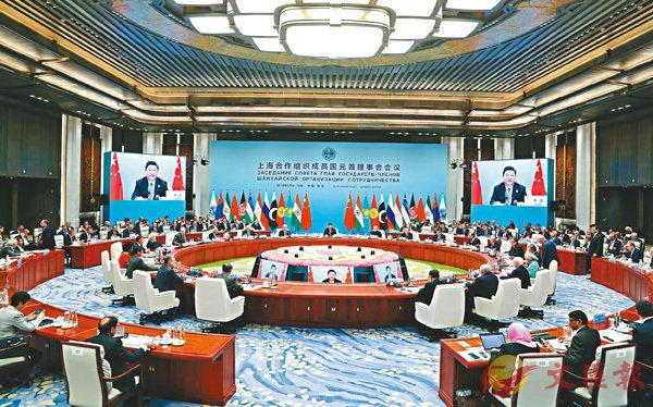 ■上合組織成員國領導人、常設機構負責人、觀察員國領導人及聯合國等國際組織負責人出席上合組織成員國元首理事會第十八次會議。 新華社