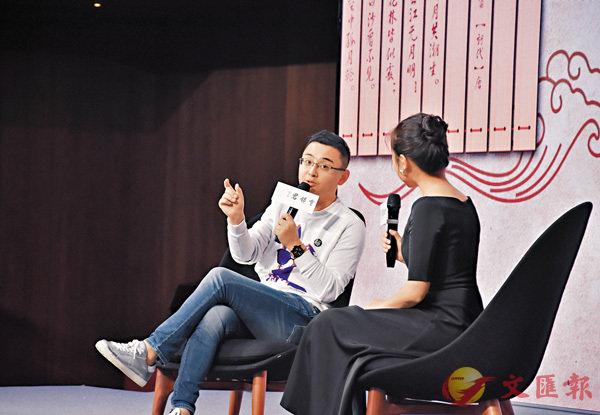 ■六神磊磊應鄭州松社書店之邀來到鄭州參加新書分享活動。