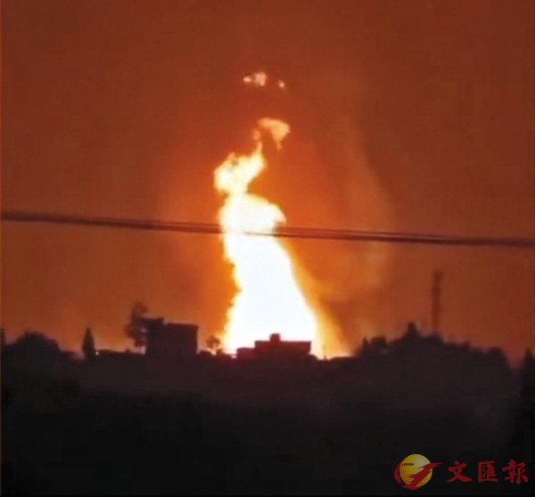 ■有網民拍到爆炸現場火光沖天。視頻截圖