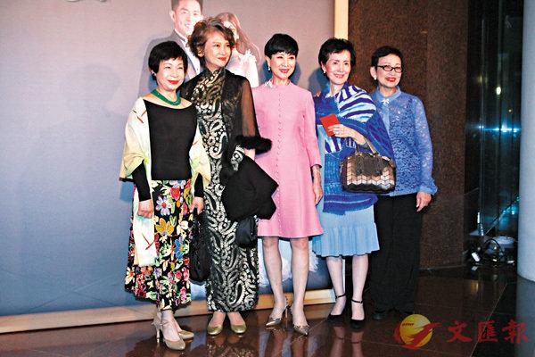 ■左起:王愛明、蕭芳芳、陳寶珠、沈之華、馮素波。彭子文  攝