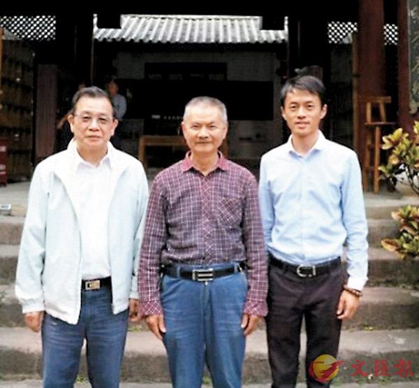 ■作者(左)與「普洱古茶第一人」何仕華(中)、普洱市文體旅遊投資有限公司總經理合影。 作者提供