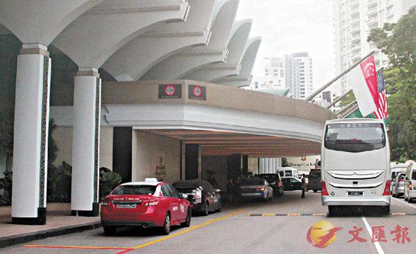 ■香格里拉酒店外不再有警員駐守。香港文匯報記者余家昌  攝