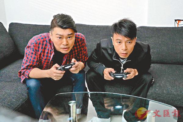 ■阮兆祥(左)為李克勤的《單身狗》MV擔任男主角。