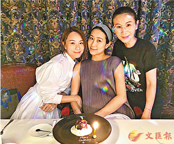 ■吳雨霏(中)跟鄧麗欣(左)與區文詩慶生。  網上圖片