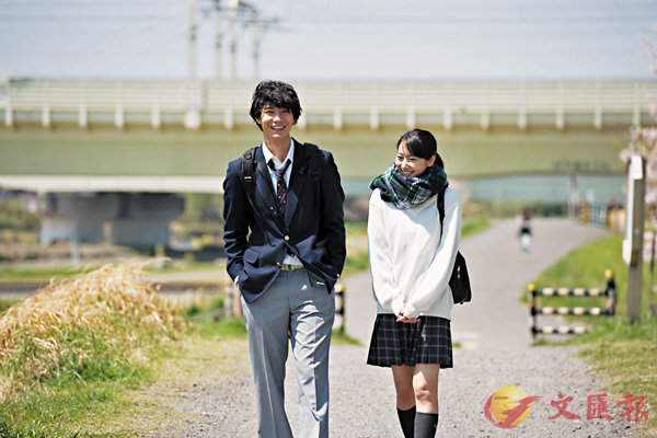 ■武田玲奈(右)在片中飾演綠子。