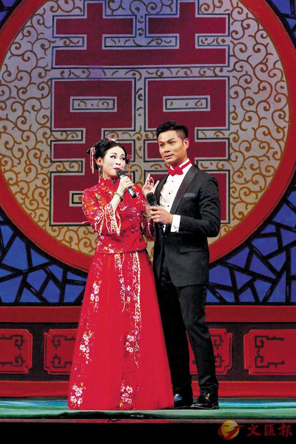 ■《蘇小妺三難新郎》中,鄧有銀和李秋元分飾秦少游和蘇小妹。