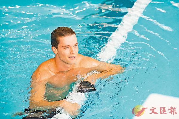 ■柏德烈舒華辛力加為了本片特意游泳操Fit。