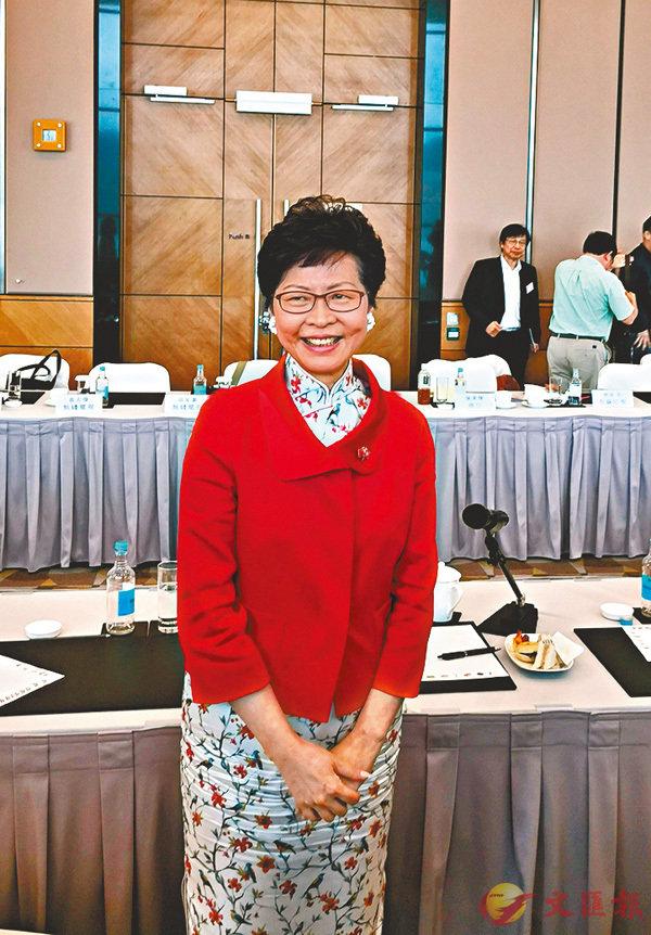 ■林鄭月娥昨在慶祝酒會後與傳媒茶敘。香港文匯報記者歐陽文倩  攝