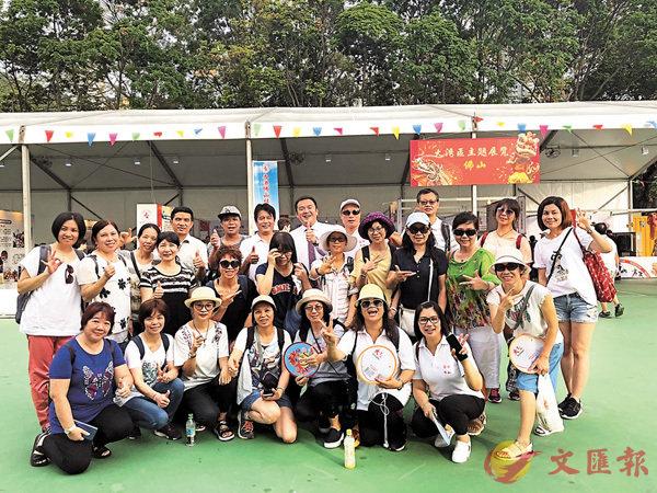 ■有團體組織會員到維園參觀大灣區主題展覽。