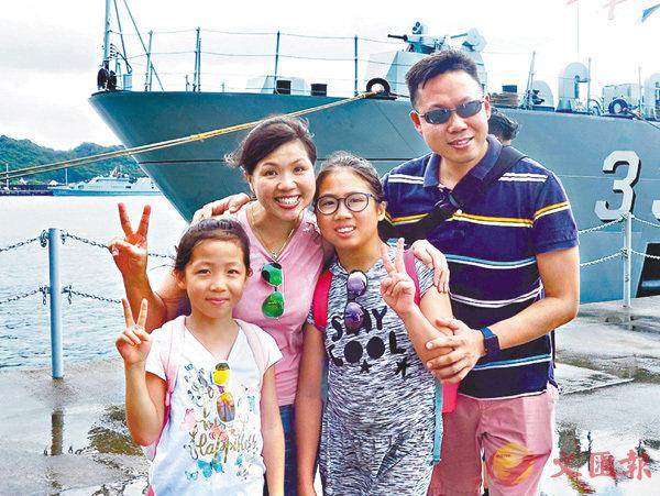 ■余同學和家人  香港文匯報記者殷翔  攝
