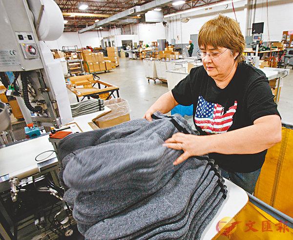 ■馬修·謝伊說,加稅不能保護美國就業,反而會推高一系列產品價格。圖為美國一間製衣廠。 資料圖片