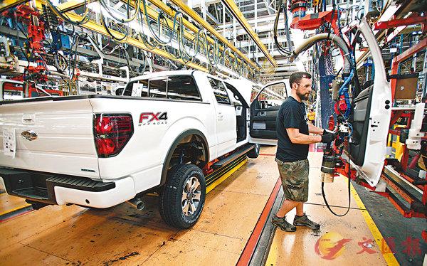 ■丹尼斯·斯萊特說,美國加徵關稅的進口產品涉及關鍵零部件,這會推高美國製造業成本。圖為美國福特汽車工廠。 資料圖片
