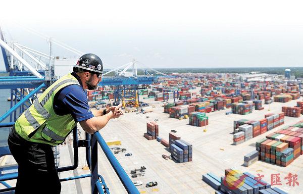 ■有商家表示,美國加稅政策下,中美企業和消費者沒有人能從中受益。圖為美國南卡羅萊納州一個港口。 路透社