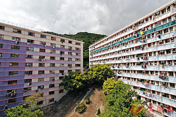 ■ 香港仔漁光村200多個已收回的小型單位,翻新後短期出租予輪候公屋3年或以上的2人至3人家庭及高齡單身人士。
