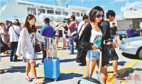 ■昨日上午疏運綠島和蘭嶼近4,000名旅客返台。 中央社