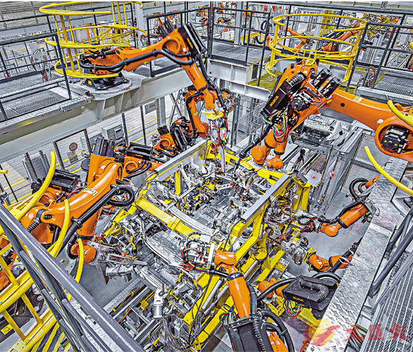 ■中德雙方表示,要加強自動駕駛、人工智能、新能源汽車等新興產業領域合作。圖為華晨寶馬新工廠2017年5月在瀋陽投產。 資料圖片