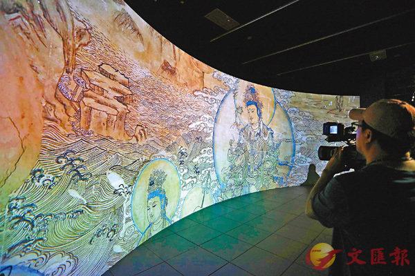 ■「數碼敦煌──天上人間的故事」於今日起在香港文化博物館舉行。展覽首次利用數碼科技,將敦煌壁畫以1:1的比例真實展現。 香港文匯報記者劉國權  攝