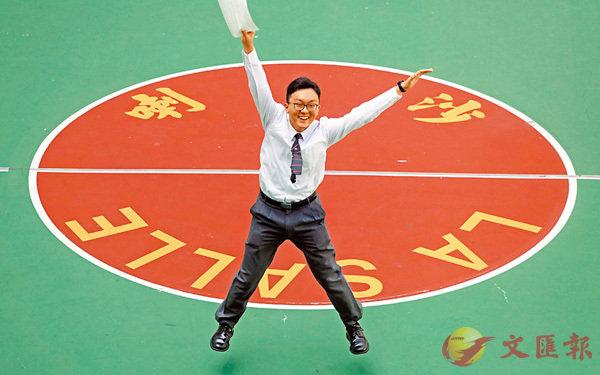 ■黃子衡破紀錄成文憑試史上首位「18顆星星」滿貫狀元。香港文匯報記者劉國權  攝