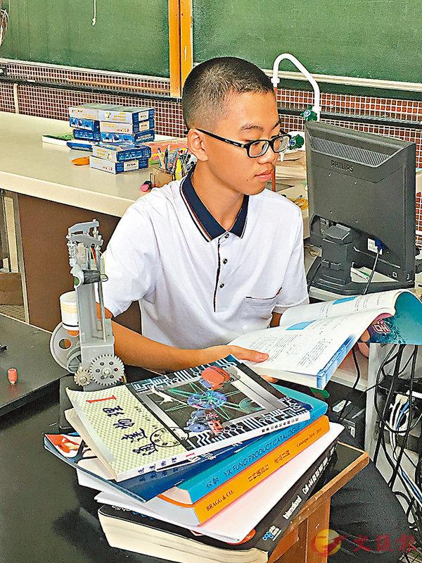 ■徐文鴻笑言自己是「考試機器」 。 香港文匯報記者梁振權  攝