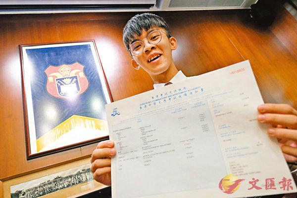 ■男拔首位DSE狀元沈家浩考獲7科5**。香港文匯報記者梁祖彝  攝