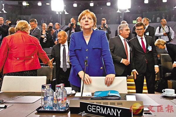 ■默克爾回應特朗普批評時稱,德國是自由國度,決策獨立。 路透社