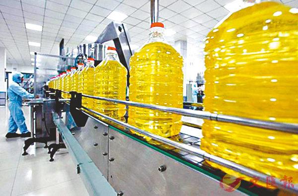 ■河南鄭州市鑫苑油脂有限公司的糧油生產線。 香港文匯報河南傳真