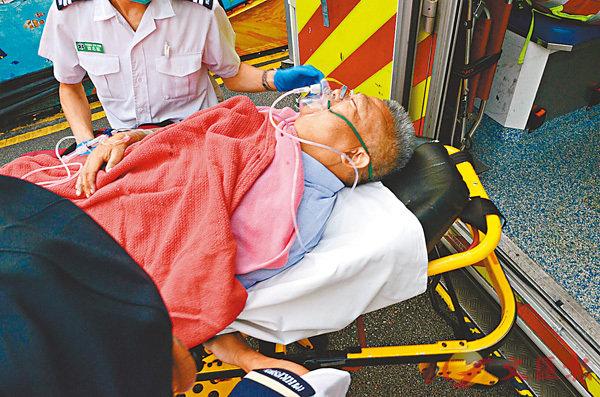 ■遇襲冷氣董事由救護車送院危殆。