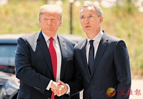 ■特朗普與斯托爾滕貝格公式握手。 路透社