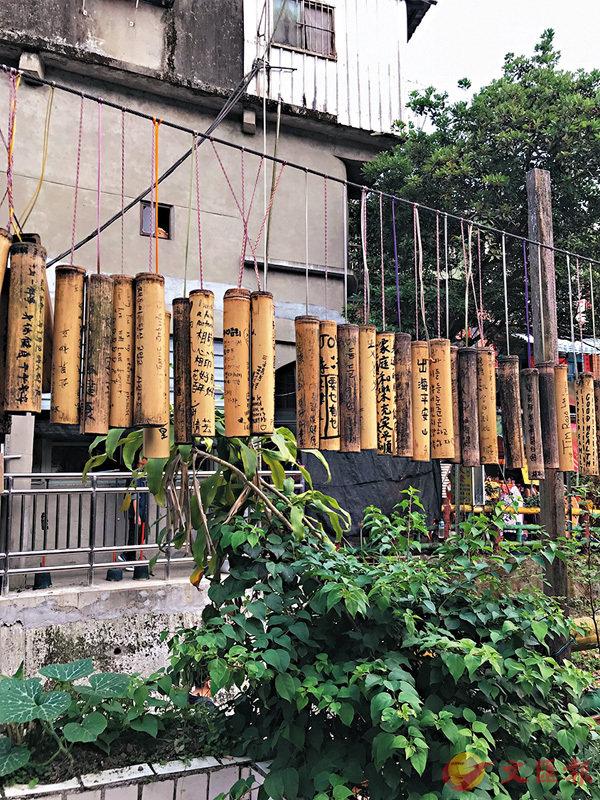 ■十分老街的祈福竹筒。作者提供