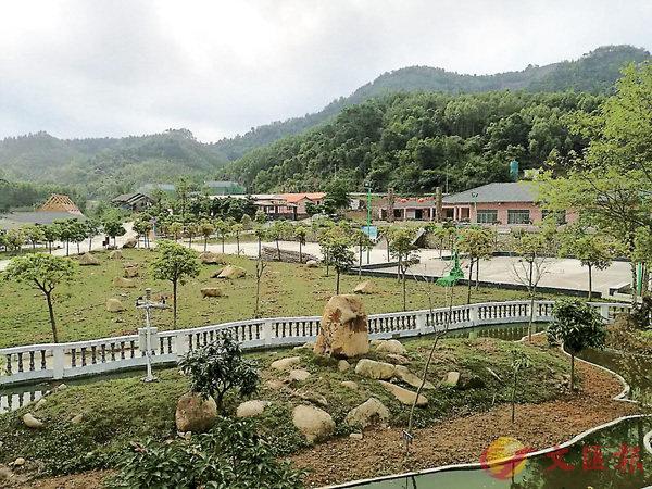 ■ 為解鄉愁,莊久毅在園區內打造了一座「微縮台灣島」。香港文匯報廣西傳真