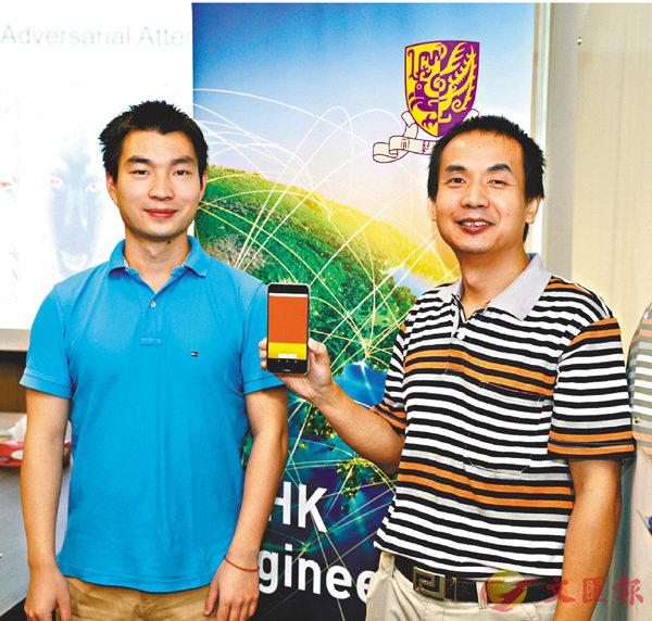 ■張克環(右)和唐迪(左)研發創新「Face Flashing」檢測方案。 中大供圖