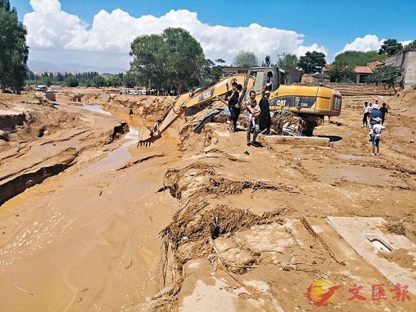 ■甘肅臨夏州東鄉縣發生暴雨引發山洪災害。  中新社