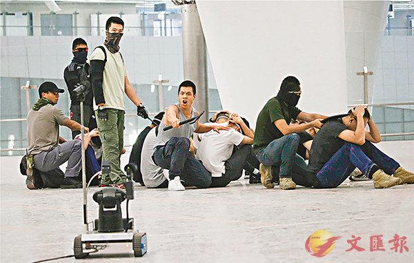 ■談判機械人首次亮相。香港文匯報記者彭子文  攝