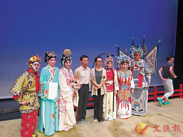 ■演員努力演出外,也不忘推廣京昆藝術的傳統中國文化給觀眾認識。