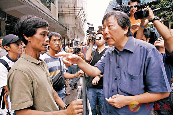 李卓人(右)被揭在2007年唯恐工聯會、扎鐵工會與資方的談判有所進展,竟鼓動工人繼續罷工。資料圖片