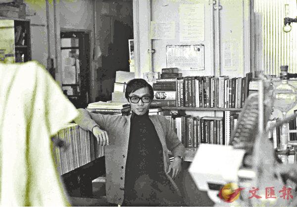 ■1974 年黃乃正攝於英國倫敦大學學院實驗室。受訪者供圖