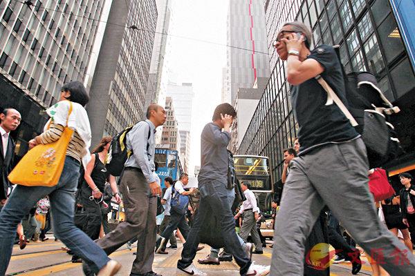 ■香港街道行人如梭,車流如海。香港文匯報資料圖片