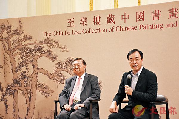 ■香港藝術館館長司徒元傑(右)向傳媒介紹藏品。