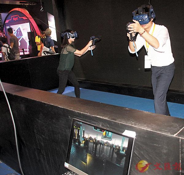 ■華夏動漫今年於會場帶來一款3對3 VR電競遊戲《TOWER TAG》。香港文匯報記者聶曉輝  攝